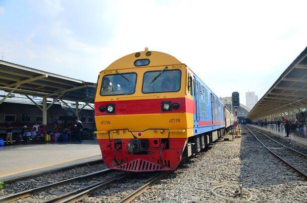 Bangkok to Vientiane - Second Class Train by Thai Railways_0